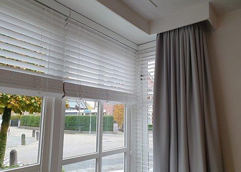 4. Store vénitien bois blanc avec rideau