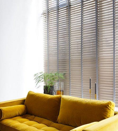 stores v nitiens sur mesure aluminium bois et pvc store. Black Bedroom Furniture Sets. Home Design Ideas