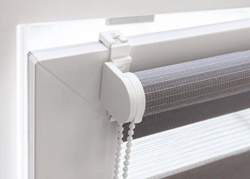 Posez votre store intérieur pour fenêtre oscillo-battante sans percer le cadre