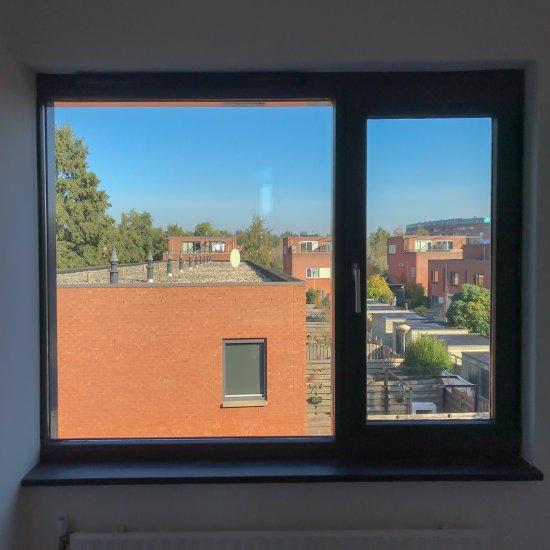 Fenêtre vide avant de poser vos stores (1)