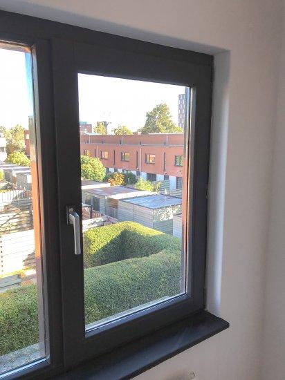 Fenêtre vide avant de poser vos stores (2)