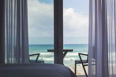 Gardez votre intérieur frais avec ces décorations de fenêtre