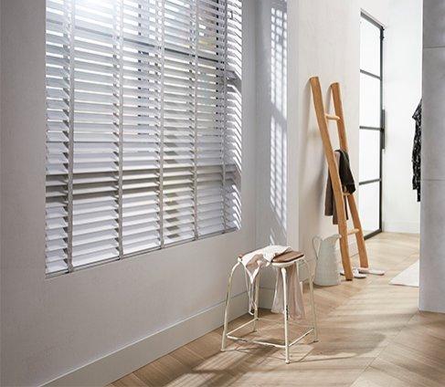 Quelles décorations de fenêtre conviennent à un bureau à domicile ?