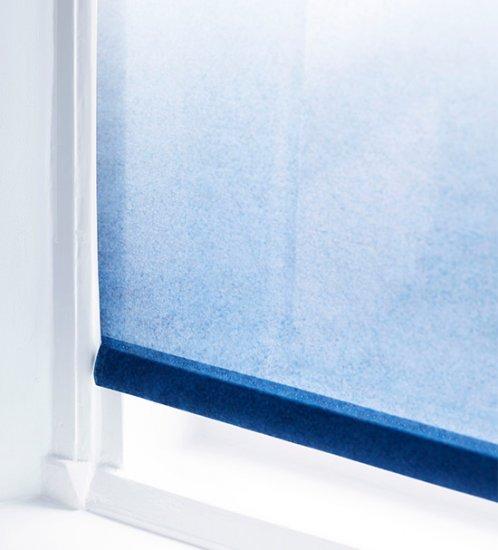 2. Stores enrouleurs bleus : hauts en couleur