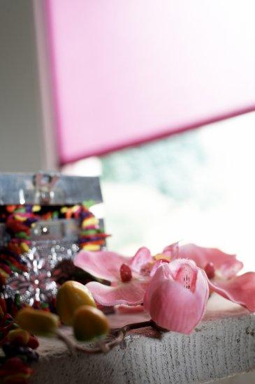 5. Stores enrouleurs roses : de doux à vifs