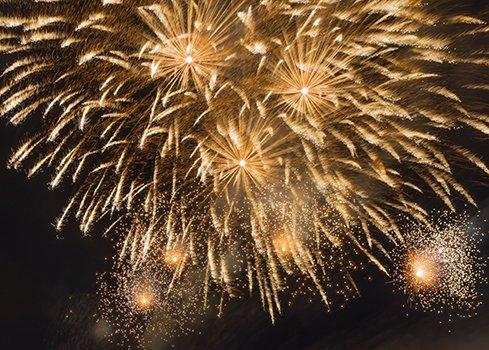 1. Faites du Nouvel An un moment chaleureux grâce à la décoration de fenêtre appropriée